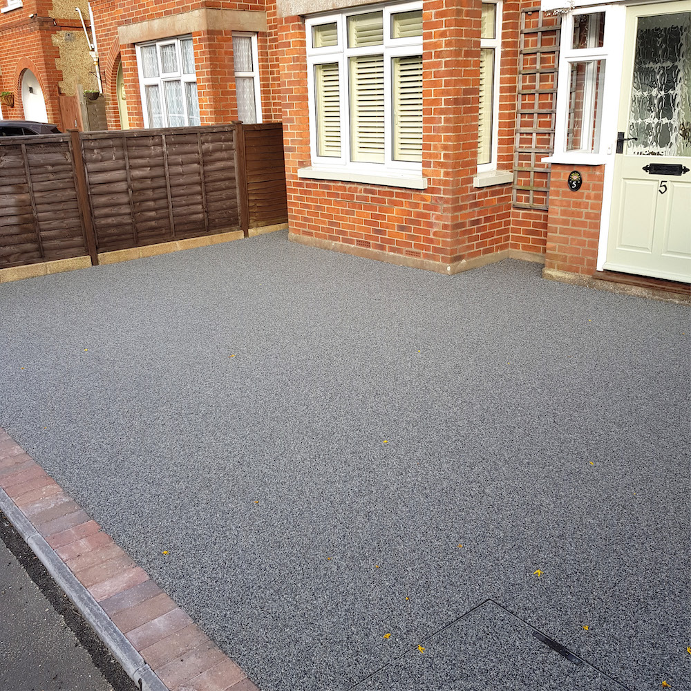 dark grey resin bound drive